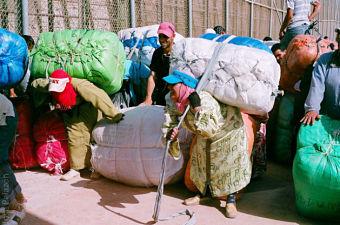 Porteadoras marroquíes, heroínas y víctimas de la frontera