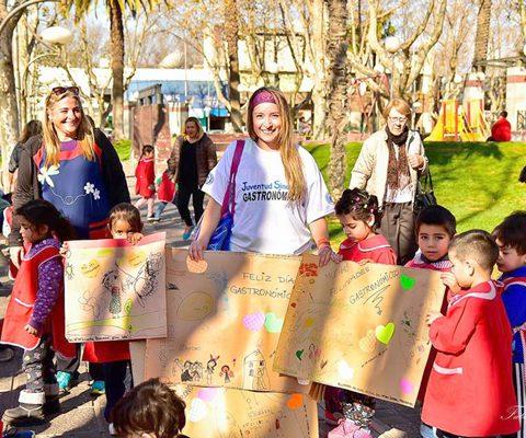 Participación En La Organización De La Carrera De Mozos En El Día Del Gastronómico